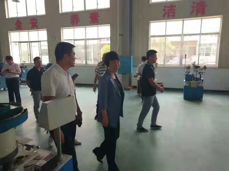 婁底市常務副市長張希慧參觀凯发网K8娱乐官方网站電子
