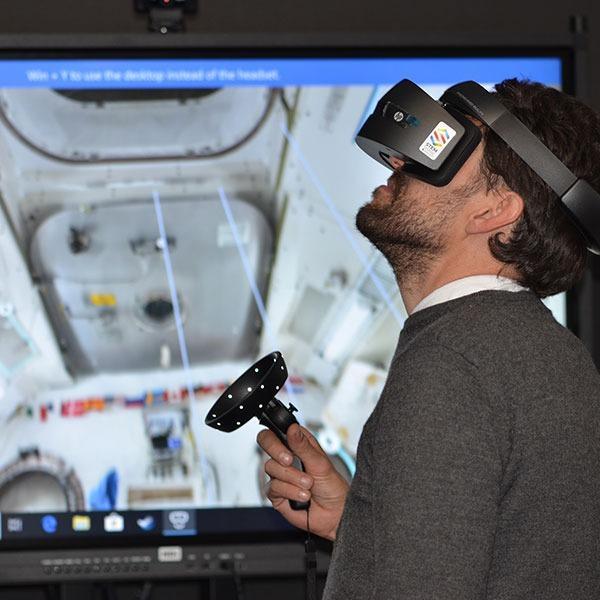 5G VR时代来临,微型超高清...