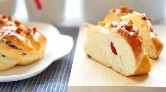 邯郸蛋糕面包培训学校教您如何处理蛋糕开裂回缩