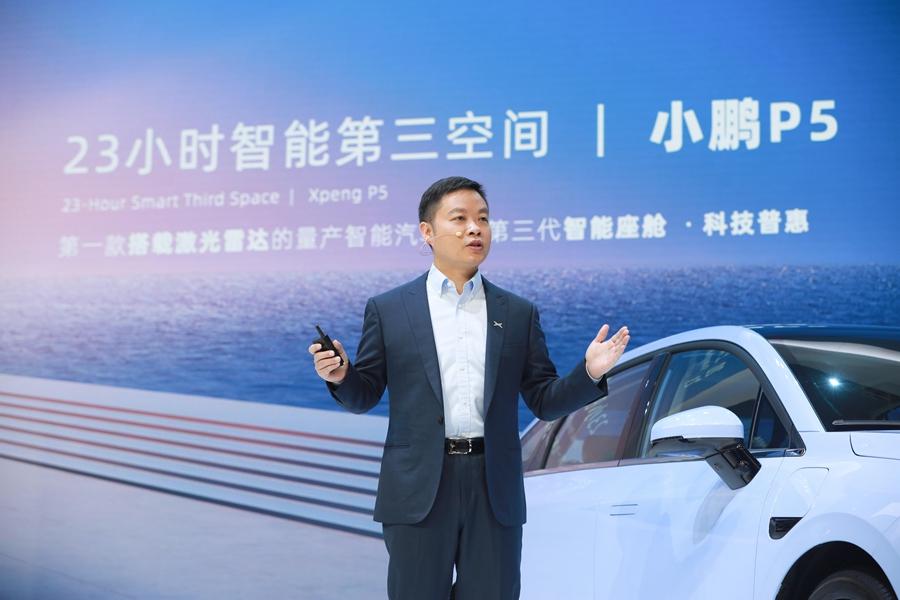 图2:小鹏汽车董事长 CEO何小鹏在展台演讲