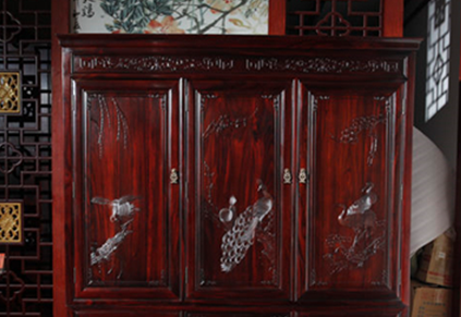 沈阳实木家具定制:实木定制衣柜多少钱一平米