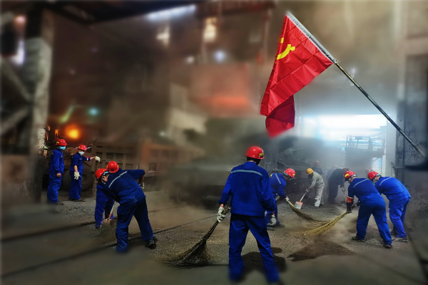 图片3:铸管第三党支部清理熔炼铁路边现场卫生