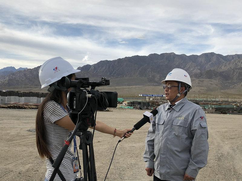 項目副經理杜慶泉接受采訪