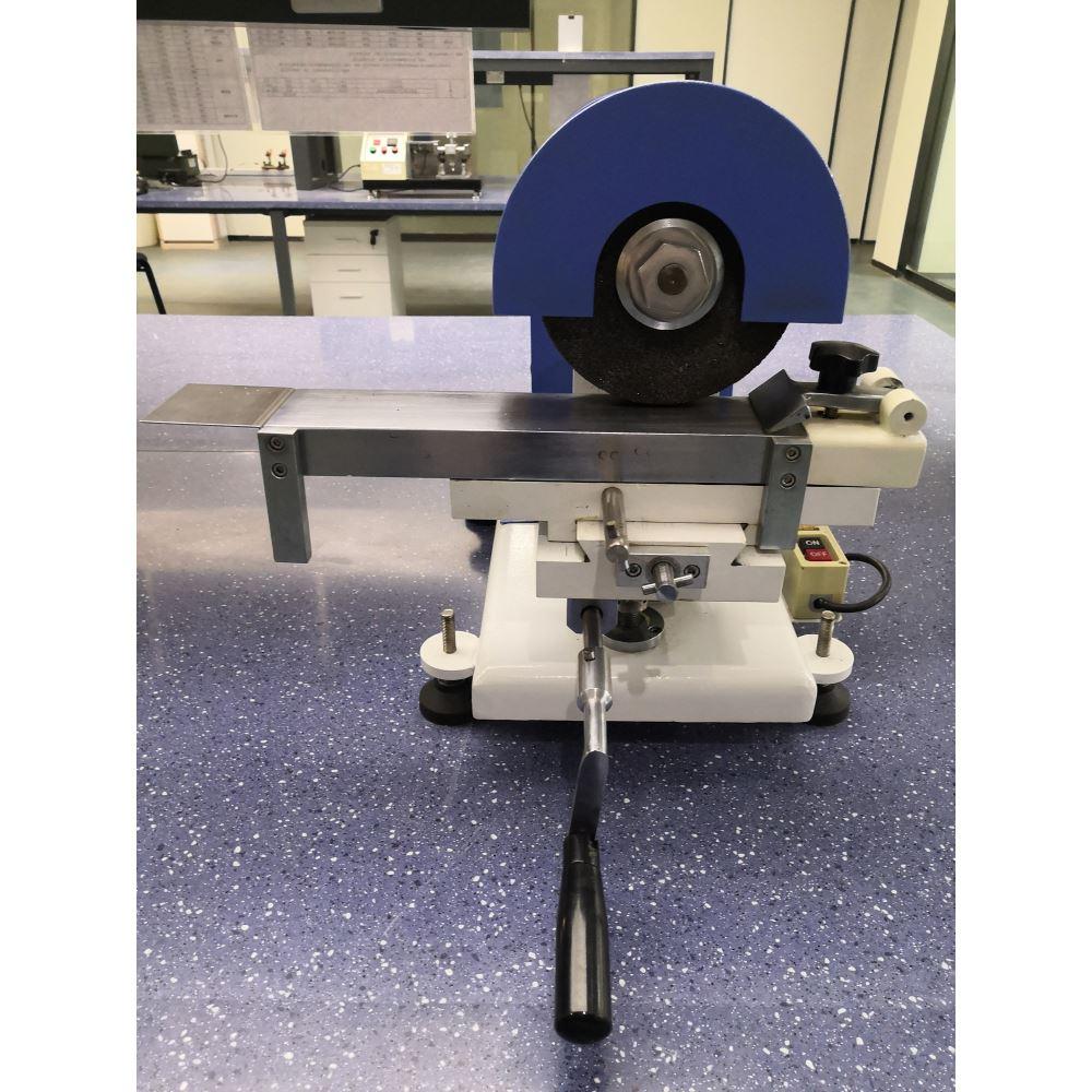 本机将橡胶、EVA 等材料进 行研磨,做拉力、撕裂、老化、 曲折等试验。
