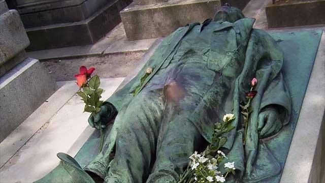 4 墓地里普通人的墓碑也是非常值得一看