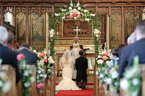 5教堂婚礼非常尊重生命