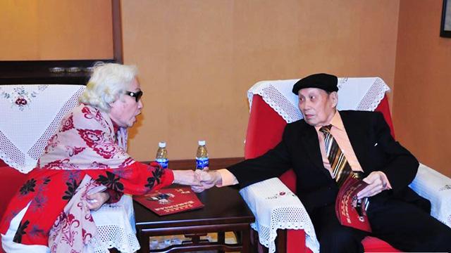 红线女到场祝贺罗品超百岁寿辰