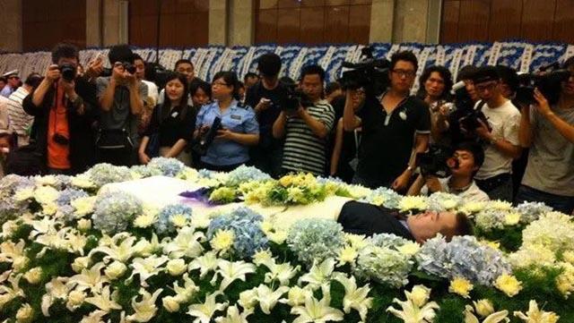 2一座城追悼一个人 一个人感动全中国640