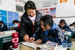 """西藏班里,一对藏族母女的读书""""接力"""""""