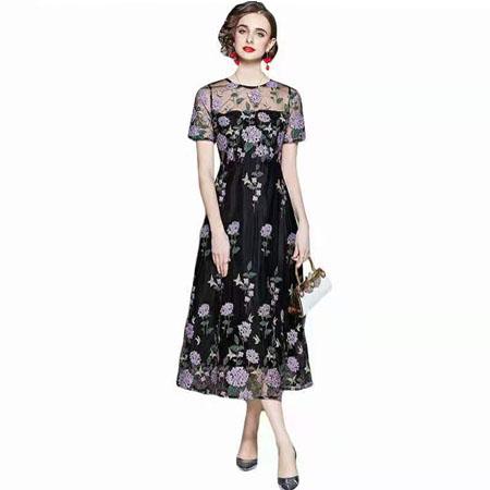 紫花刺绣裙