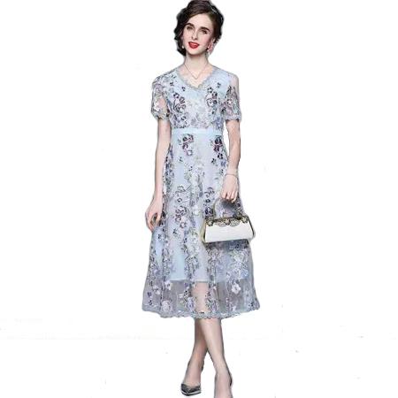 浅蓝刺绣网纱裙
