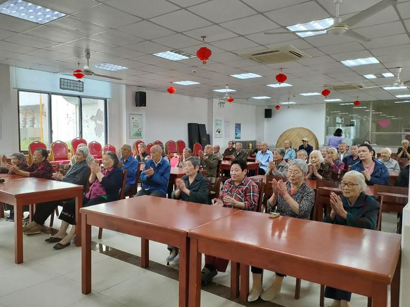 重阳节活动之一:硕放街道领导走访慰问暨航亚爱心捐赠-第2张图片-护理院 养老院 老年公寓 无锡养老平台