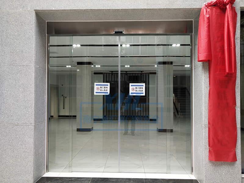 广西大学智能研究所感应门