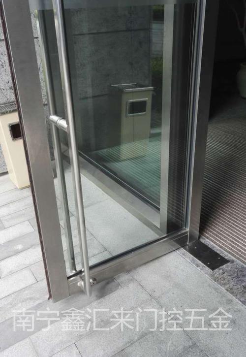 南宁玻璃门安装电话|维修售后电话。