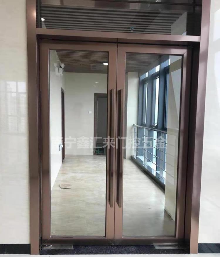 南宁研祥智谷不锈钢玻璃地弹门