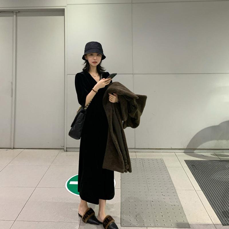 丝绒连衣裙 2020春装新款七分袖v领优雅气质黑裙子