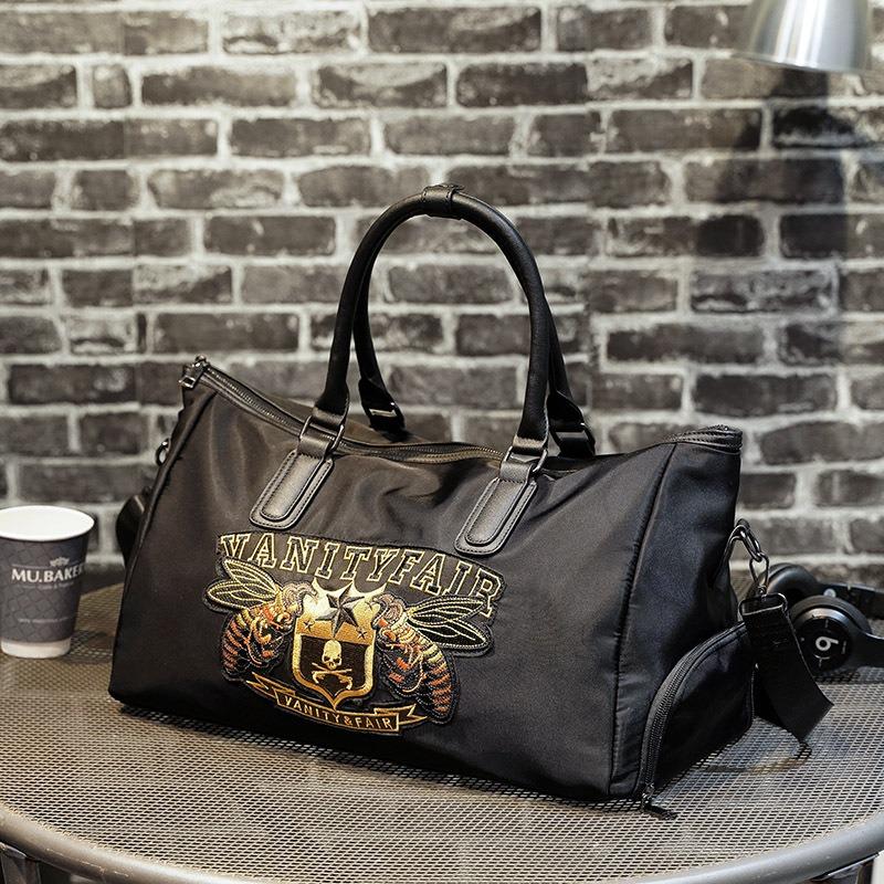 原创设计刺绣图案背包男 个性潮流时尚鞋位健身包 短途大容量旅行包