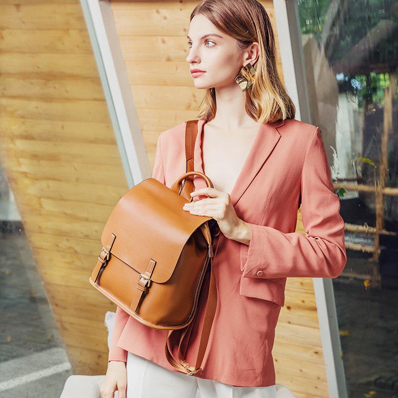 新款时尚双肩包 真皮大容量百搭韩版休闲旅行包 女士两用背包