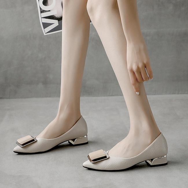 春夏新款 时尚方扣粗跟女鞋 配裙子的鞋子 大码女鞋