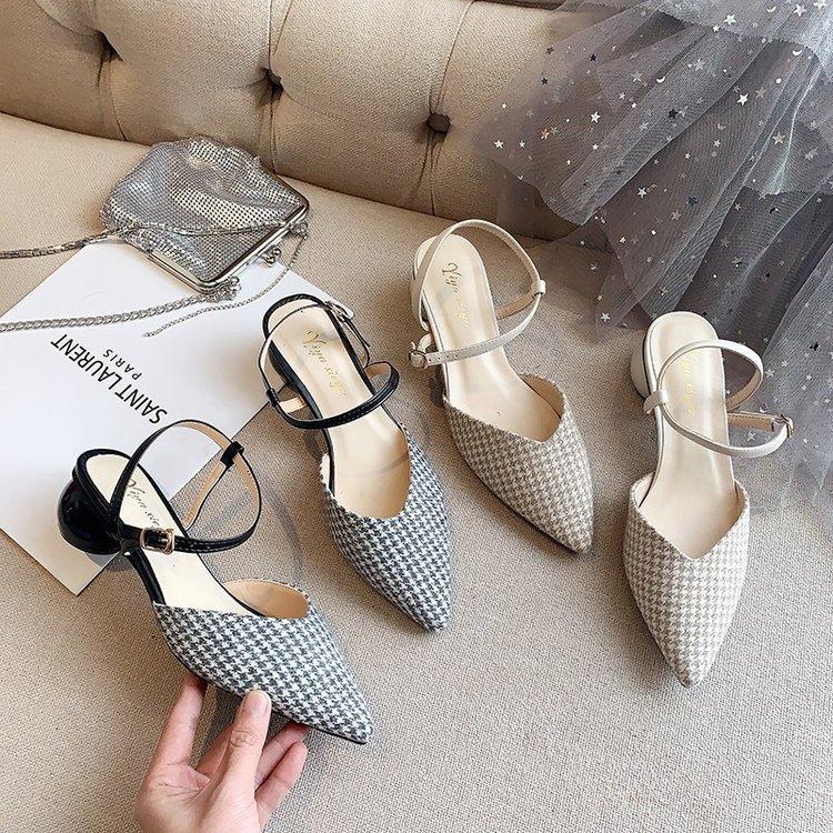 夏季新款时尚一字带女鞋 包头凉鞋女 中跟粗跟尖头格子仙女鞋