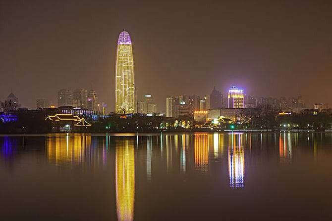 济南市第一高楼-绿地夜景