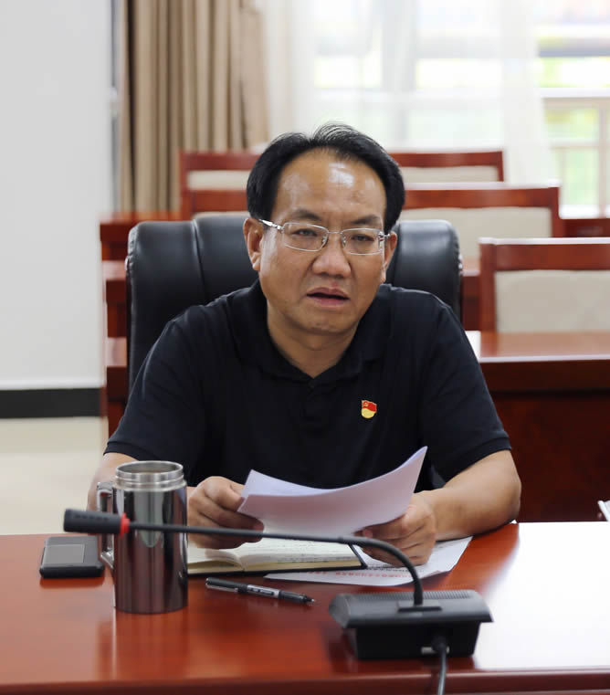 李银峰参加党小组会议要求年轻党员:锤炼好作风,展示新作为