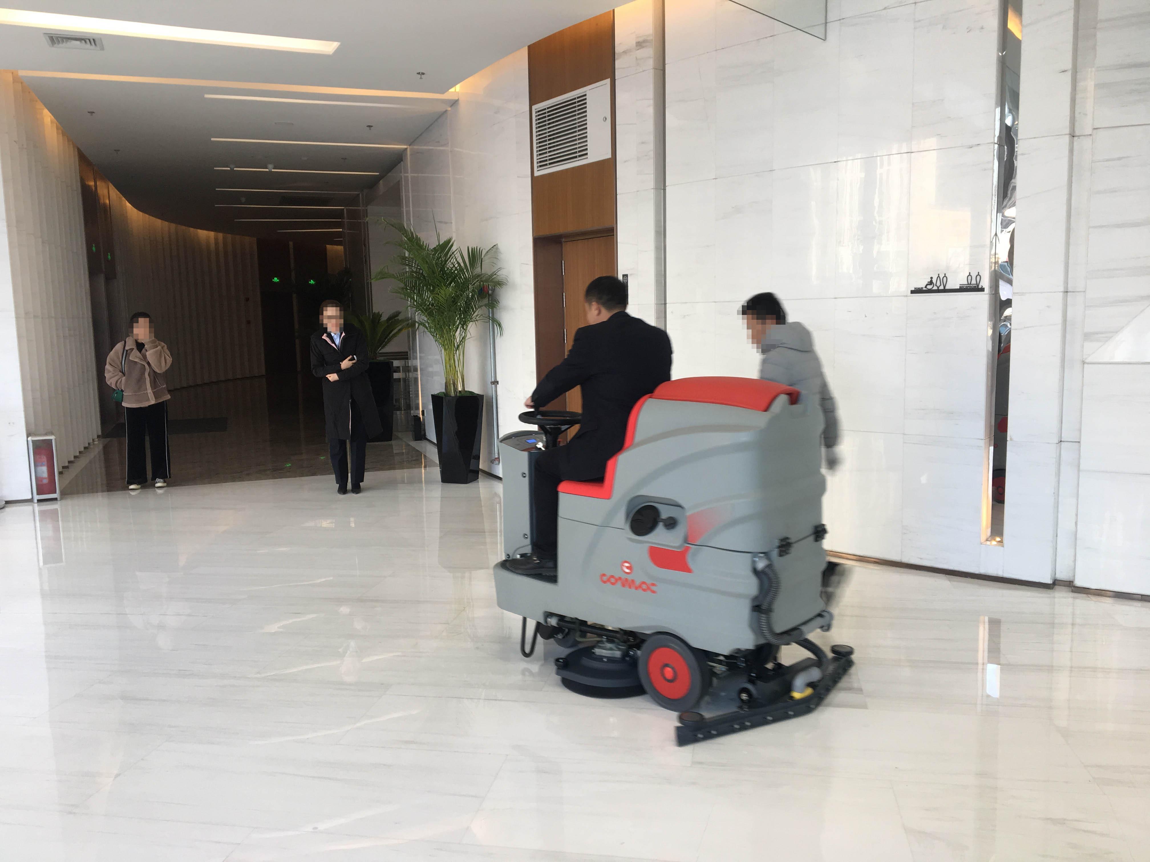青岛航运中心订购鑫金邦驾驶式洗地机