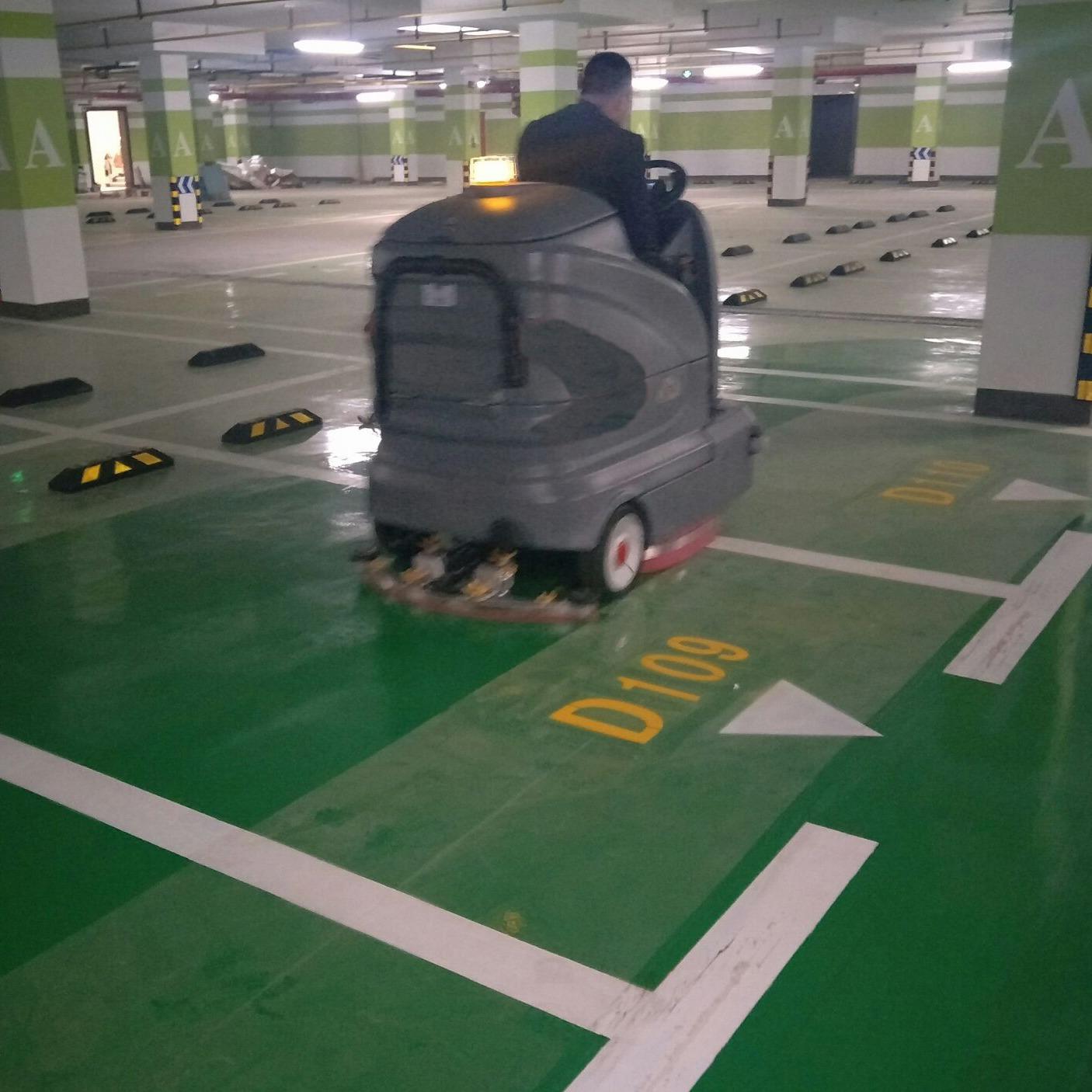 车库驾驶式洗地机