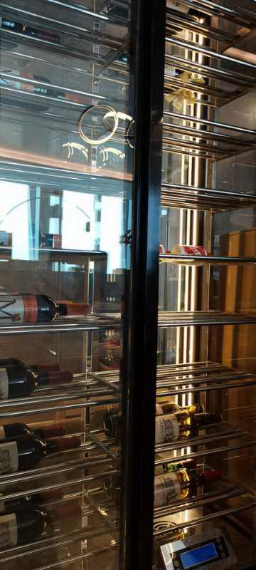 不锈钢定制酒柜