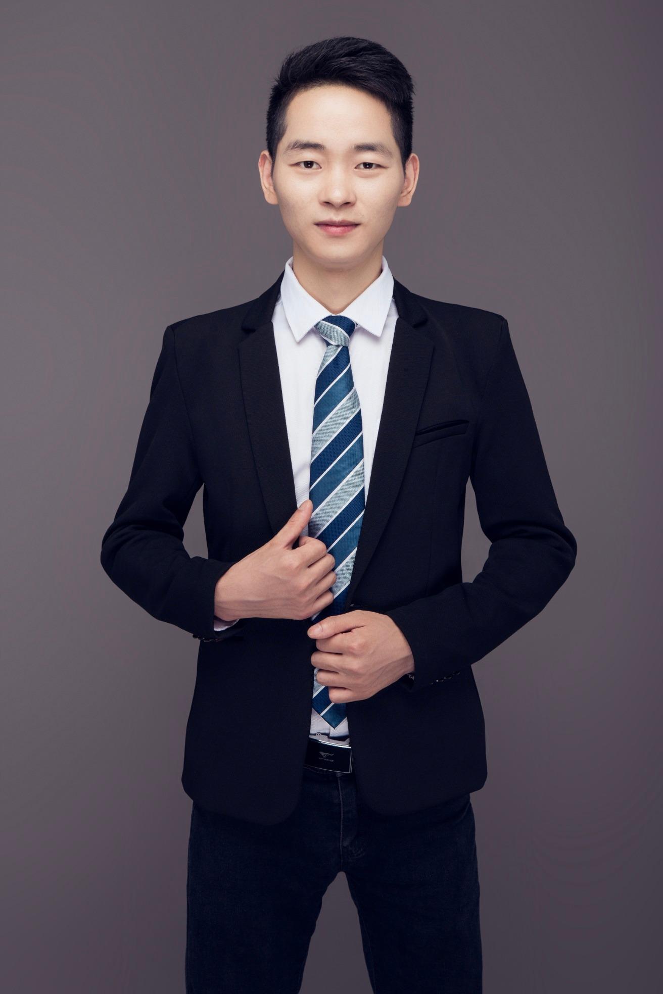 成都第二分公司一部經理 楊亞東