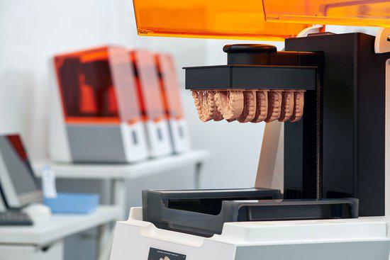 将设计的CAD文件导入到3Dfacture打印准备软件中进行打印设置,然后将其轻松发送到Draken打印机。