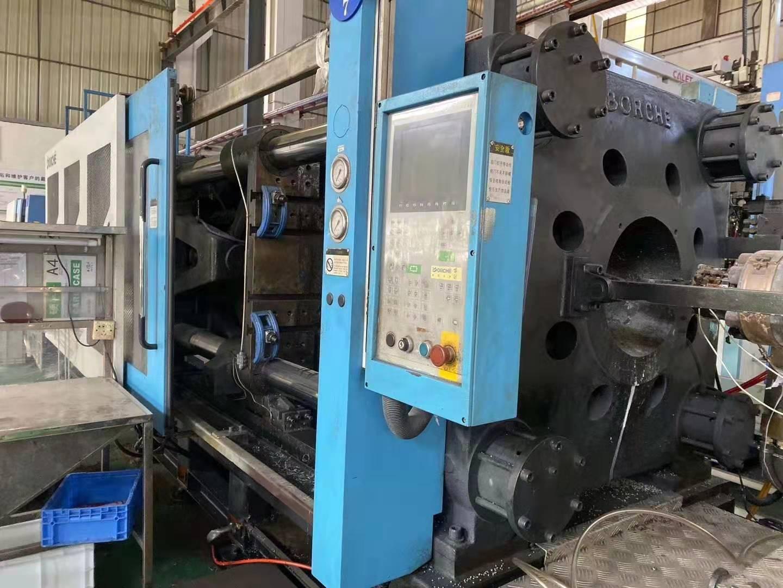 广州花都工厂:博创150吨伺服下模460㬵量390克、500吨伺服下模830胶量2800克、800吨伺服下模1米胶量4000克。