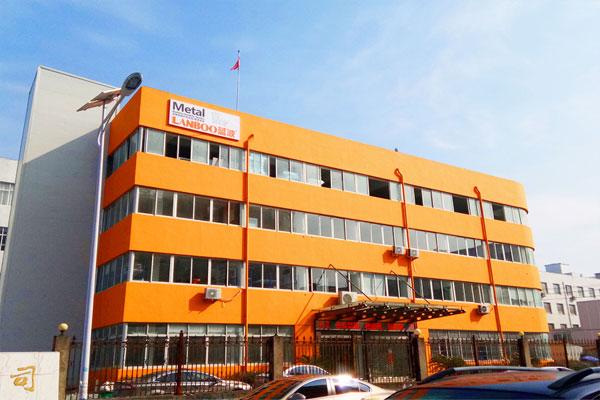 公司高速发展,厂房搬迁至乐清市天成工业区,扩大到2000平方米。扩大各职能部门,引入更多优秀年轻的人才。