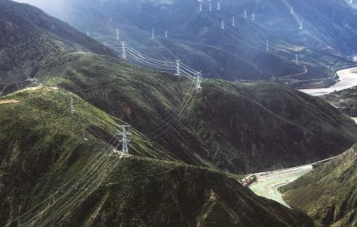 电力天路为西藏带来光明和安康