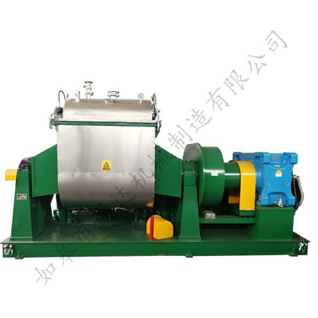 Vacuum kneading machine
