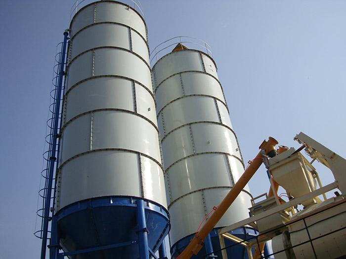 搅拌站水泥罐安装和固定的实用技巧