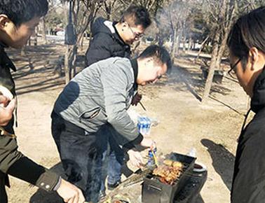 力诺举办户外野餐烧烤活动