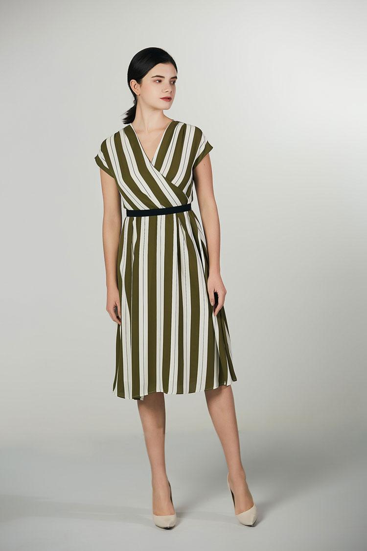 V领收腰显瘦条纹长裙