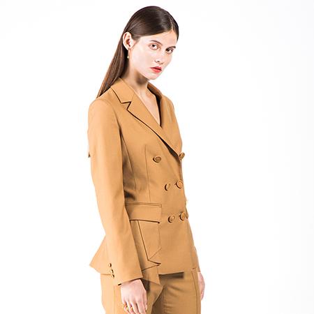 Lyn Fong2020秋冬新品设计师女装极简荷叶口袋西装外套