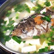 沙煲鱼头豆腐(大鱼头2.5斤,火腿,香菇,冬笋等)