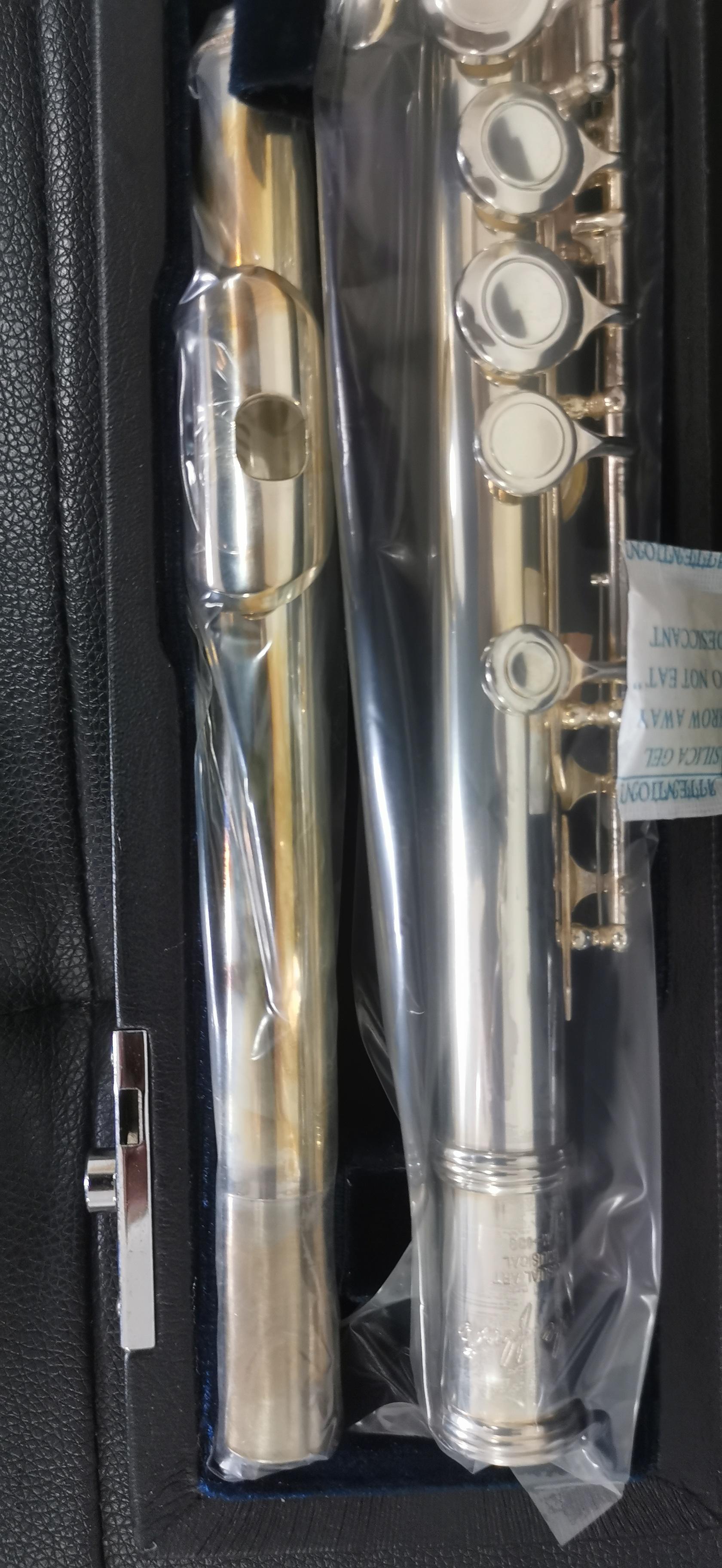 特价2支全新美国ML长笛(未使用,但是有自然氧化)原价3800元现在1800元