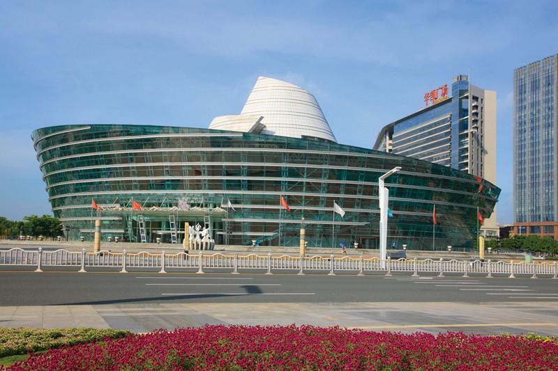 东莞玉兰大剧院(2006年中国建筑工程鲁班奖钢结构参建奖)