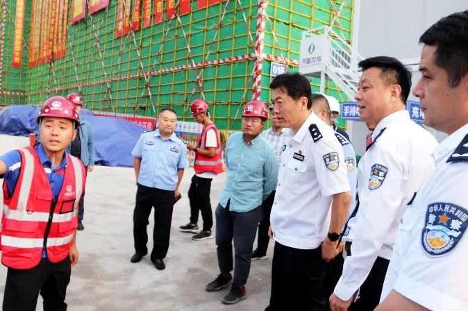 济南市副市长、市公安局局长吴德生一行到汉峪片区派出所项目调研指导