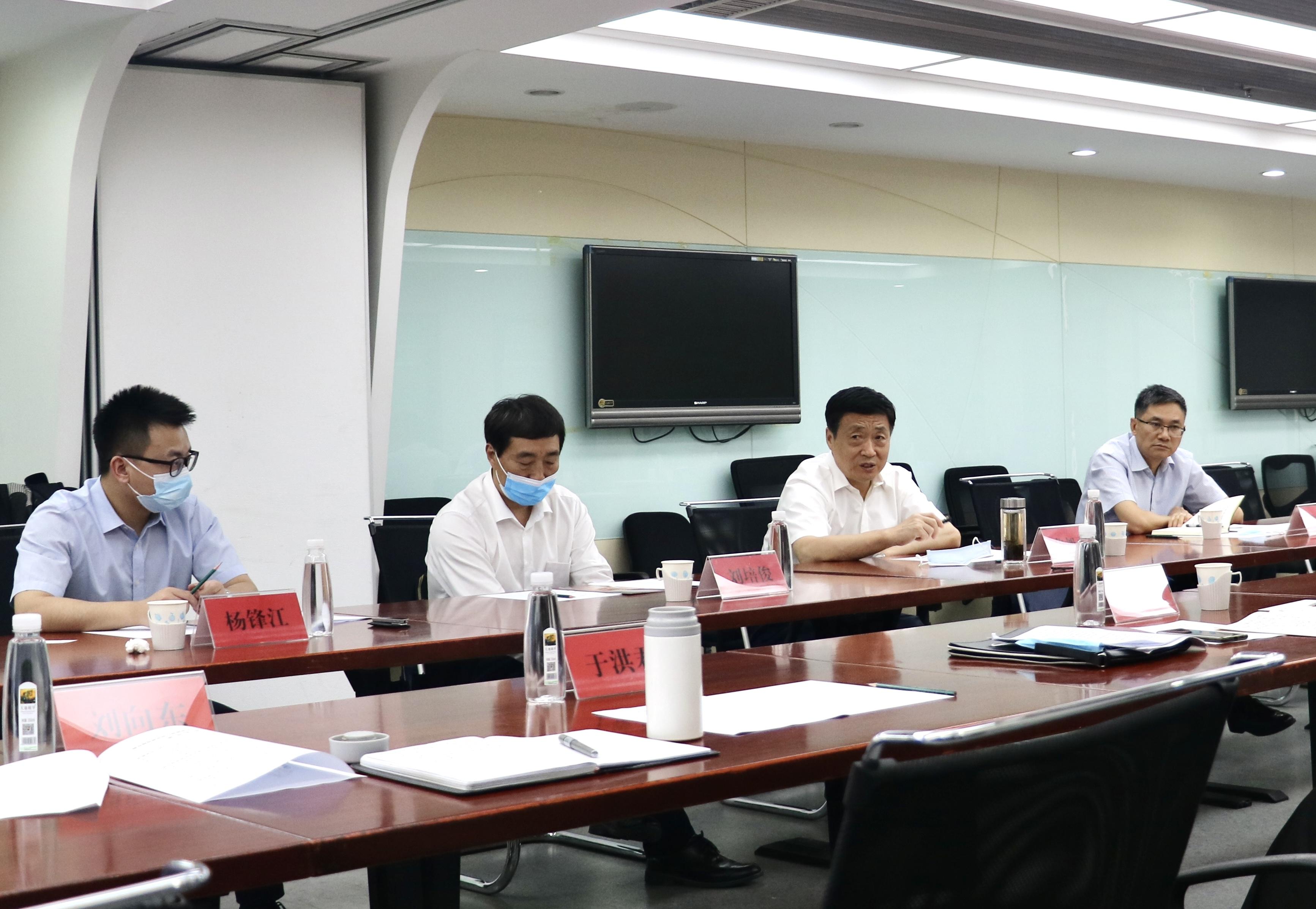 新疆建设兵团党委常委、副司令员鲁旭平一行到访研究院
