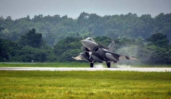 印度战机太少难以对抗中巴 拟再买36架阵风