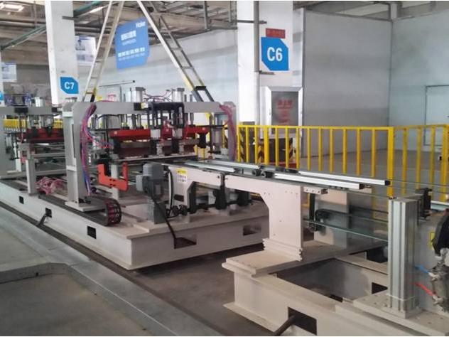 海尔冰箱自动化生产