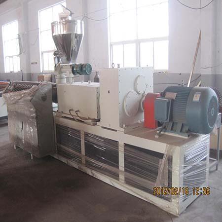 Линия для производства профилей ДПК (WPC), - древестно-полимерных композитных панелей.