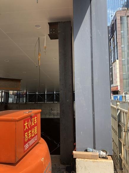 地鐵站雨棚保護性鋼結構施工