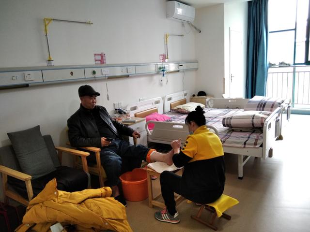 【薛家爱心护理院】为老服务身先行,青年志愿者(扦脚大师)来添彩