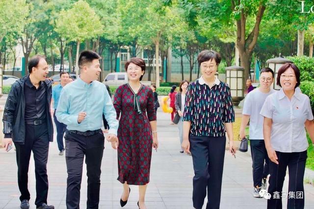 运城市委组织部副部长丁文玲来到鑫地理想城调研城市基层党建工作